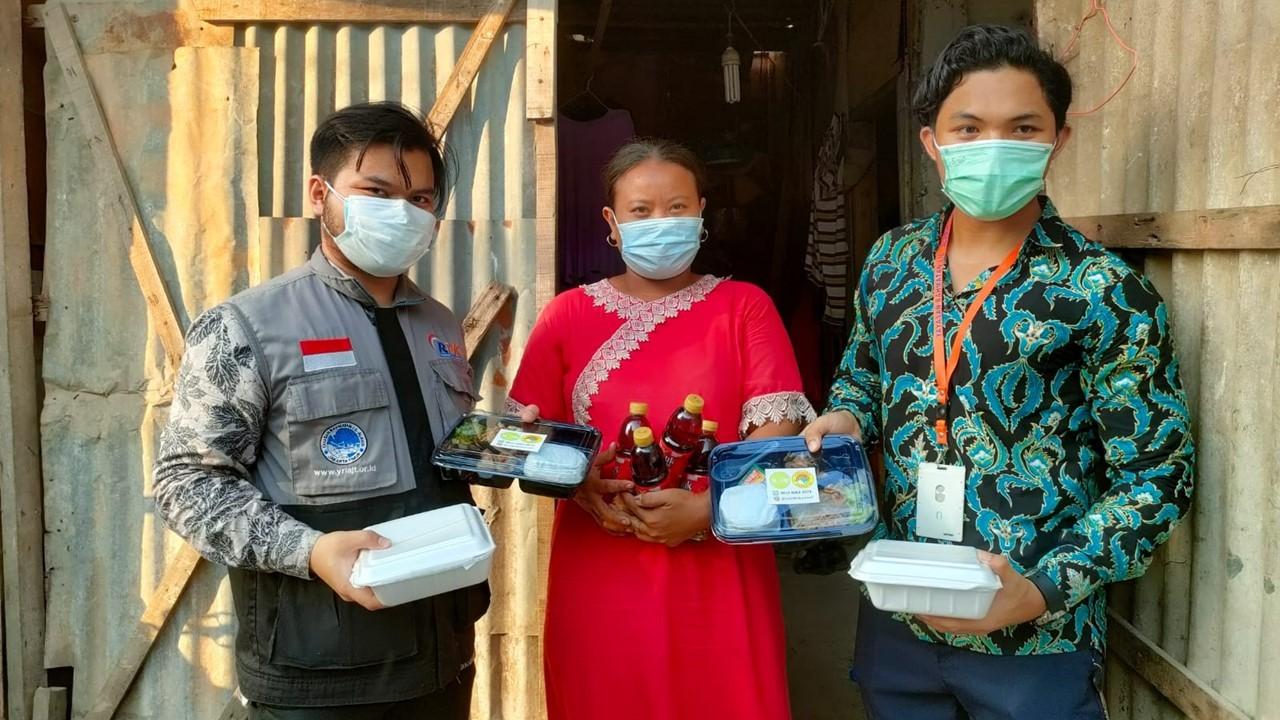 Read more about the article Aksi Berbagi Nasi Box gratis di Kampung Pemulung Bintara
